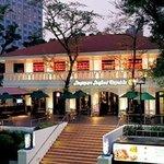 シンガポール シーフードリパブリック - 外観写真:高輪口から見えるロケーションホテルパシフィック東京前庭