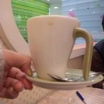 クレープリーカフェ - ☆店内から子供美容院がのぞけます☆