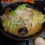 味の八珍亭 - 野菜がこんもり スープはニンニクが効いてる
