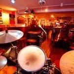エールハウス - ドラムシステム生演奏可能です。思い出に残る時間にするために...