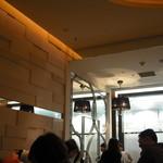 エスタシオンカフェ グラン - 暗めの店内