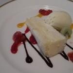 17574617 - 2013.2 JAFコース デザート チーズケーキグランベリーとマンゴーとチョコソース
