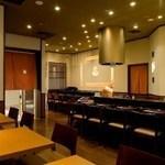 天ぷら ひさご - カウンター席でカラッと揚げたてアツアツの天ぷらをどうぞ!