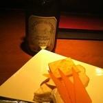 ザ・ワインバー - チーズ3種盛りとワイン