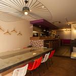 romantic diner loco - モダンな色調で統一した店内。居心地の良さを重視しています