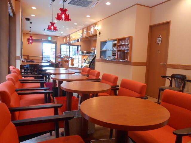 ふなわかふぇ - センスのいい店内ですが、椅子多すぎ!!!