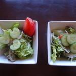 イタリアンダイニング アンプ - 左が恋の木セットのサラダ。右はプチ贅沢コースのサラダ。