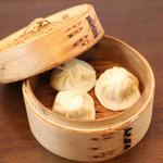 肉汁水餃子 餃包 - 小龍包。国産豚・国内自社製造。
