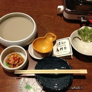 鳥打令 - 黒豆マッコリと、お通しも美味しい(^ ^)