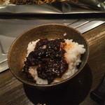 赤ちょうちん 博高 - ホルモン炒めの残った味噌ダレ ON THE ライス