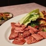広州焼肉 - 料理写真:キムチ盛り合わせ\780          もってけコース\3800(お肉)