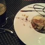モモ カフェ - 好物のティラミスを・・。