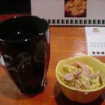 寿司 地魚料理 水月 - 焼酎の湯割り400円と付き出し200円