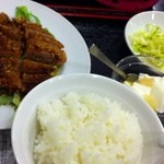 珍味館 - ランチの牛肉衣揚げさっぱり甘酢、850円