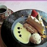リーブル  - 料理写真:ケーキセット \780(お好きなケーキ&お好きなドリンクのセット)