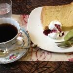 茶悠館 - 料理写真:シフォンケーキ、サントスニブラ
