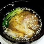 神山飯店 - 極上スープを味わう塩ラーメン