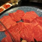 焼肉本舗 - 料理写真:コーススタートの上ロース。焼肉と言うより、ステーキ肉です