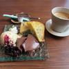チルミーカフェ - 料理写真:ドルチェプレートとコーヒー