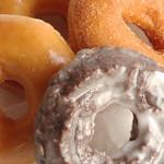 クリスピー・クリーム・ドーナツ - オールドファッションチョコレート、シナモンシュガー、オリジナル・グレーズド