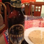 LUMBINI CURRY HOUSE - エベレストビール。アルコール5.5%で味わいも日本のビールに似ています。エベレストの水を使ってると思うだけで美味しく感じます。