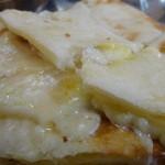 17608479 - チーズナンのとろけるチーズ