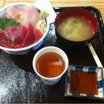 築地食堂 源ちゃん - 鰤とまぐろの二色丼¥780