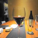 はせ茂 - グラス赤ワイン  この他、大七2合・文化人リズ-ル1合をいただきました