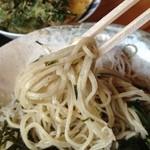 手打蕎麦 和の里 - 蕎麦の色は見事な鶯色 香りは弱いが喉越しは良好