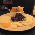 サルーテ - ワインに合わせたチーズをセレクトして下さいます(´∀`)