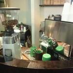 リュモンコーヒースタンド - コーヒーを作るカウンタ