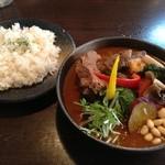 Soup Curry SAMURAI. - 炙りバックリブチャーシューと半熟卵のスープカレー(1300円)