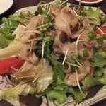 風彈 - 豚肉たっぷりのサラダ。