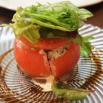 ル・コントワール・ドゥ・レジオン - 料理写真:トマトファルシー、カニサラダ バルサミコソース(1600円)