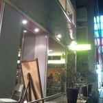 17624204 - 〖お店の外観〗緑豊富な大通り沿いに面しているため、ガラス張りの外観が映える。