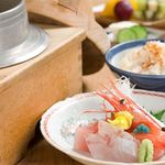 一山楼 - 料理写真:季節により、釜飯の内容が変わります。