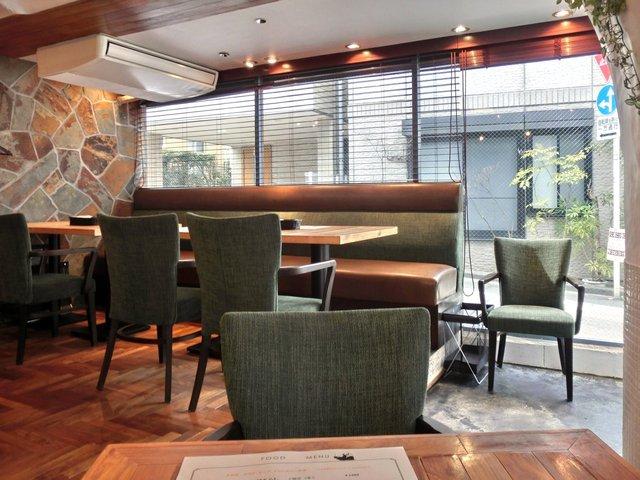 GORI 西麻布 - 店内のテーブル席の風景です