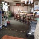 17637333 - でっかいストーブのある昭和的店内(・ω・)ノ
