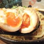 つけ麺 椿 - 味玉割って見ました!残念な結果です。
