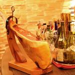 スペインバルエルソル - この存在感、イベリコ豚の原木!