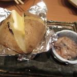 別海町酒場 - じゃがバター塩辛添え480円