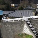 谷川米穀店 - 山奥にある集落にあります。