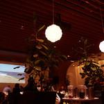 ヒルズカフェ スペース - 天井も高く、広くて落ち着けます。ベビーカーでの直接入店も歓迎ムード。