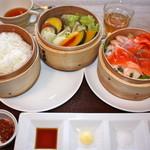 スプーン ガーデン レストラン - ぷりぷり小エビとサーモンのせいろ蒸し ¥1580