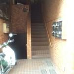PaZZLE DINING-BAR - 階段上がって2F