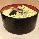 17650825 - 二段ちらし(大盛) 800円 の大盛り寿司飯と錦糸卵