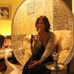シーシャカフェ カンノーク - ゆったりハンモック席が人気