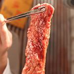 王道 - 【王道壺漬けカルビ】リンゴやニンニクなどの特製タレで漬け込んだ味わい深い人気メニュー!
