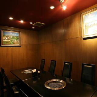 プライベートな空間で高級料理を味わえば、きっと会話も弾むはず
