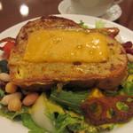 cafe chou chou - 3種のビーンズマリネとチェダーチーズのパンペルデュ
